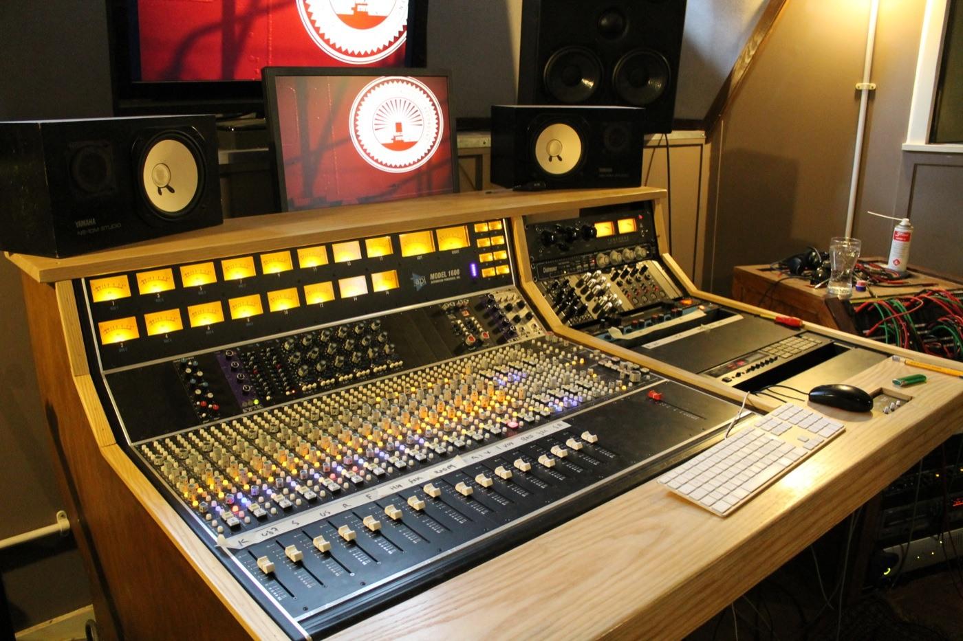 20 consoles for 20 london recording studios miloco blog for Console salon