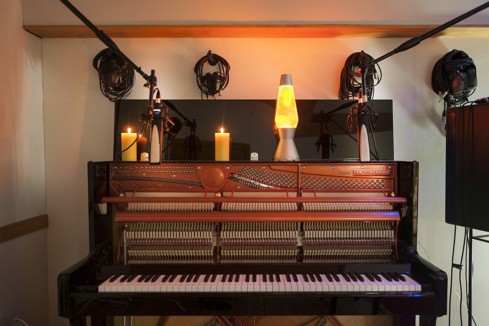 Search London piano recording studios - Miloco